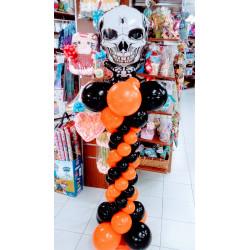 Columna halloween con esqueleto